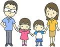 手をつなぐ4人家族
